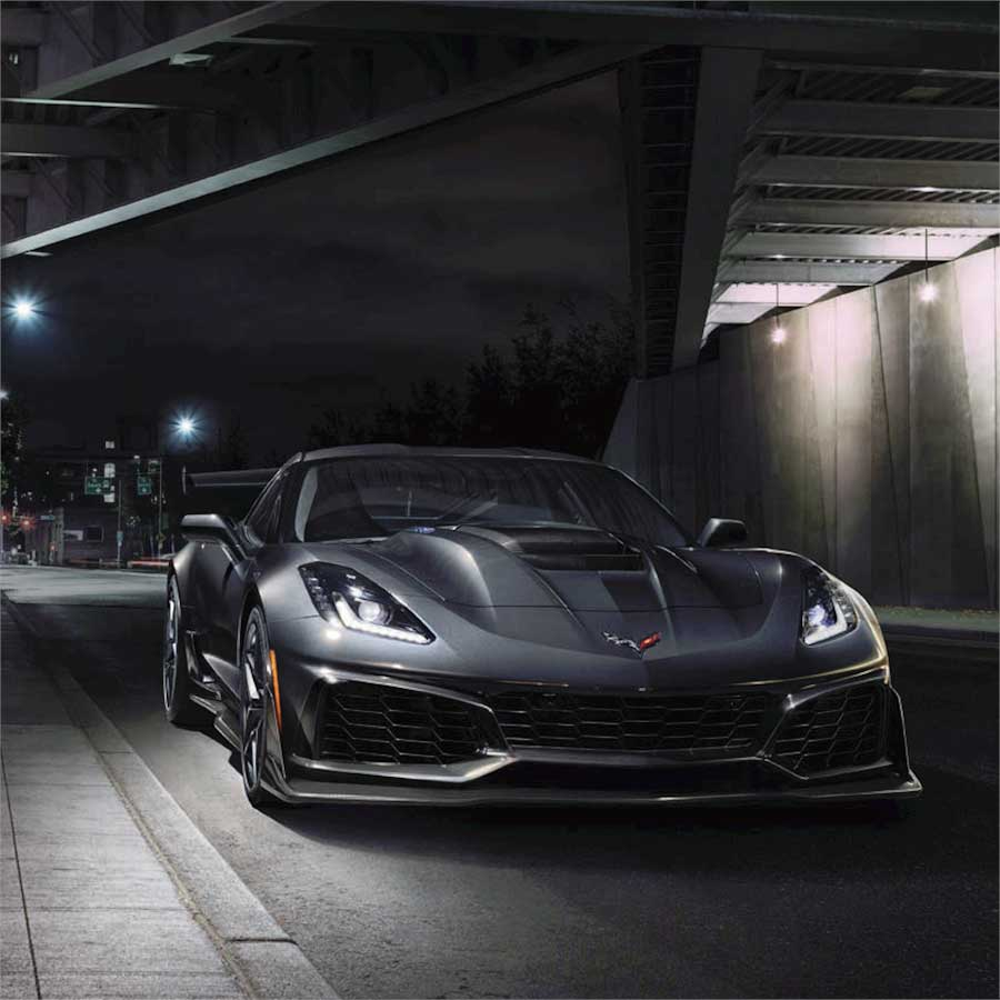 Chevrolet Corvette zr1, вид спереди с поворотом три четверти.